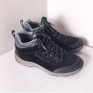 Vionic black hiking waterproof sneaker size 6.5